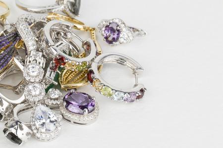 Foto de Many fashionable women\'s jewelry - Stock Image macro. - Imagen libre de derechos