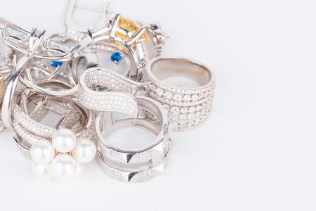 Photo pour Many fashionable women's jewelry - Stock Image macro. - image libre de droit
