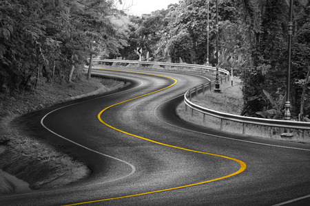 Foto de Black and white curve way of asphalt road in nature with yellow line. - Imagen libre de derechos