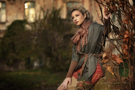 Photo pour Autumn scenery and blond beauty - image libre de droit