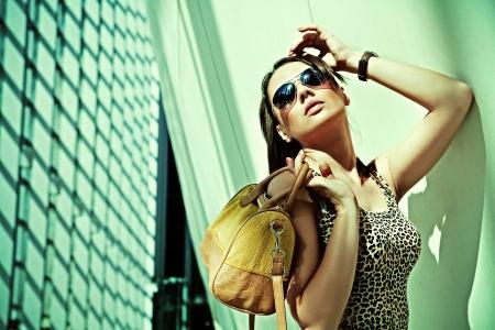 Photo pour Attractive woman posing in modern building - image libre de droit