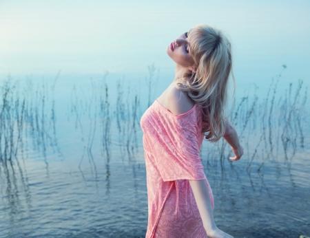 Foto de Sensual blonde lady enjoying cold lake water - Imagen libre de derechos