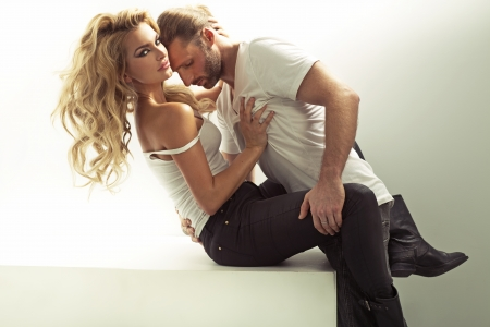Photo pour Muscular man touching his sensual girlfriend - image libre de droit