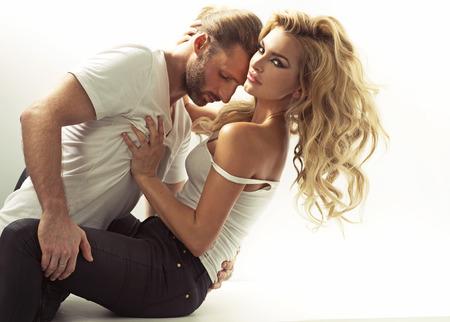Photo pour Handsome man trying to seduce a blonde woman - image libre de droit
