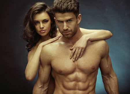Photo pour Muscular handsome guy and his sensual girlfriend - image libre de droit