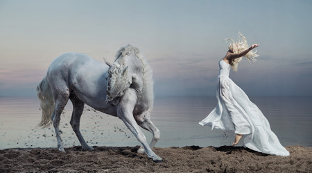 Foto de Art photo of the woman with the strong horse - Imagen libre de derechos
