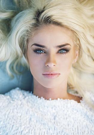 Photo pour Portrait of the woman with perfect complexion - image libre de droit