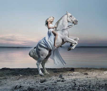 Foto de Amazing portrait of blond lady on the horse - Imagen libre de derechos