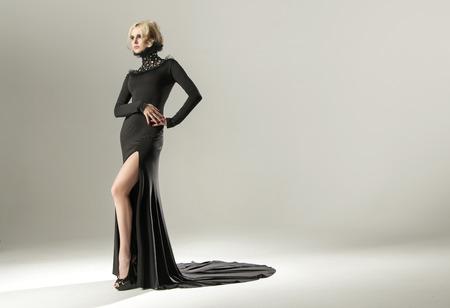 Photo pour Stunning blond woman wearing elegant black gown - image libre de droit
