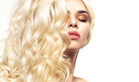 Photo pour Portrait of the woman with curly and bushy coiffure - image libre de droit