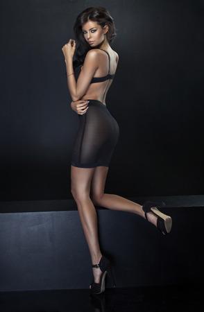 Photo pour Portrait of the fabulous brunette young woman - image libre de droit