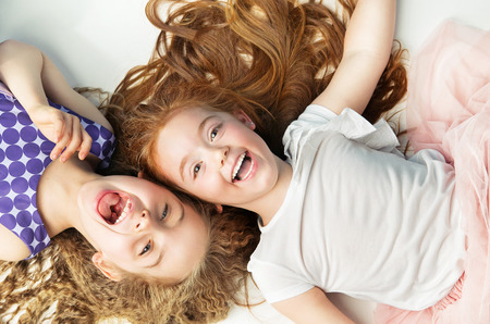 Photo pour Two cheerful kids laughing together - image libre de droit