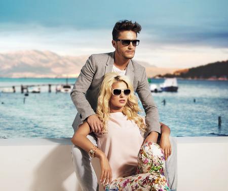Photo pour Smart couple relaxing in the exotic place - image libre de droit