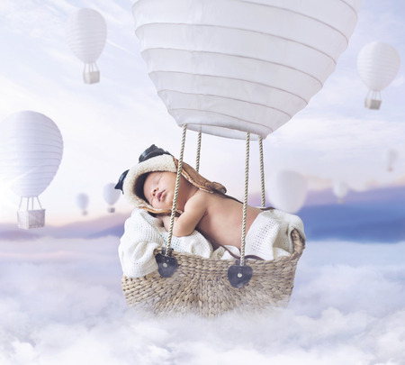 Foto de Fantasty image of little baby flying a balloon - Imagen libre de derechos