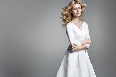 Photo pour Pretty young woman with a curly haricut - image libre de droit