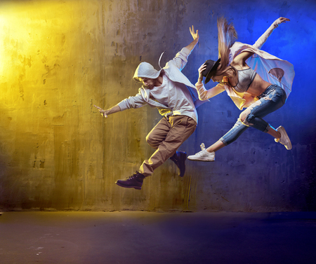 Photo pour Stylish dancers fancing in a concrete place - image libre de droit