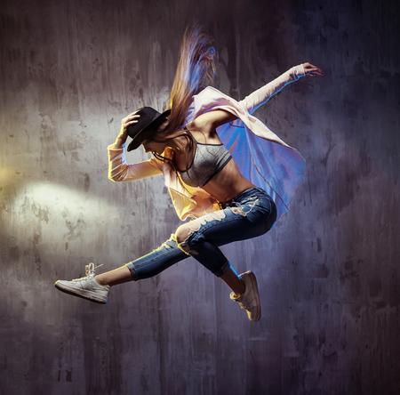 Photo pour Fit young hip hop dancer during the performance - image libre de droit
