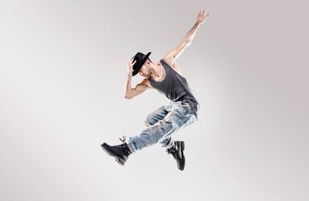 Foto de Fashion shot of a talented hip hop dancer - Imagen libre de derechos