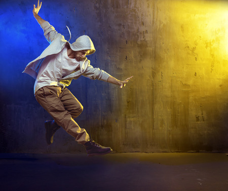 Photo pour Athletic b-boy dancing a hip hop - image libre de droit