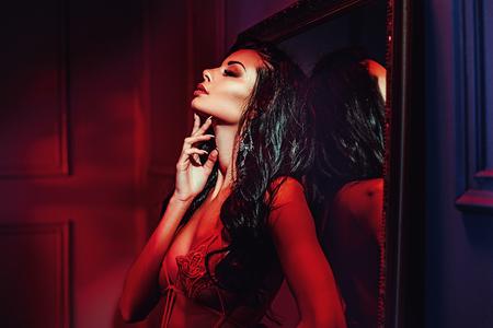 Photo pour Seductive brunette lady in the red place - image libre de droit