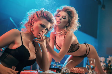 Photo pour Portrait of two naughty blond ladies - image libre de droit