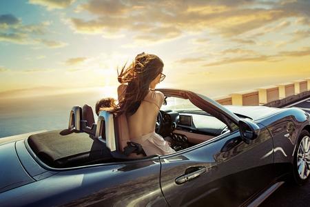 Photo pour Relaxed, young couple riding a convertible - image libre de droit