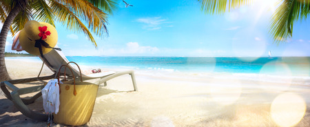 Photo pour Beach chair and hat on sand beach. Concept for rest relaxation holidays spa resort. - image libre de droit