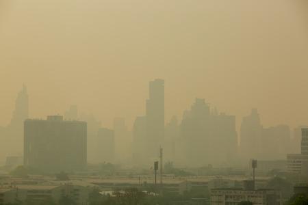 Foto de Office building under smog in Bangkok. Smog is a kind of air pollution. Bangkok City in the air pollution. - Imagen libre de derechos