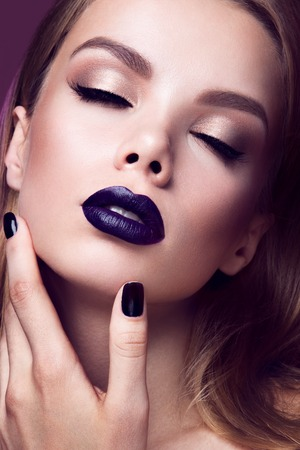 Photo pour Close-up portrait of beautiful woman with bright make-up and purple lips - image libre de droit