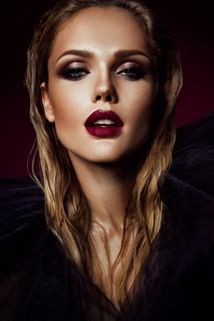 Photo pour Close-up portrait of beautiful woman with bright make-up and red lips - image libre de droit