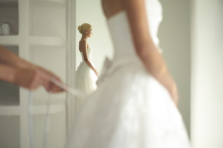 Photo pour Art photo of a beautiful bride. Dressing gowns - image libre de droit