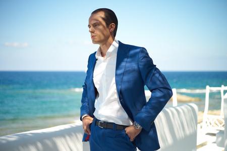 Foto de Fashion portrait of handsome man in blue suit - Imagen libre de derechos