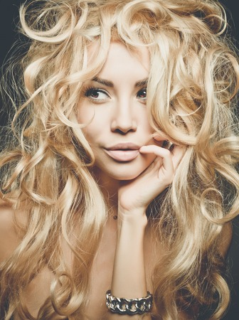 Photo pour Beautiful woman with magnificent blond hair. Hair extension, permed - image libre de droit