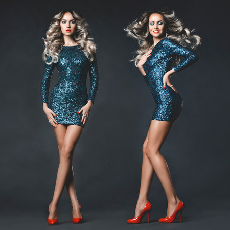 Photo pour Fashion photo of young gorgeous woman in sequined dress - image libre de droit