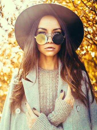 Foto de Outdoor fashion photo of young beautiful lady surrounded autumn leaves - Imagen libre de derechos