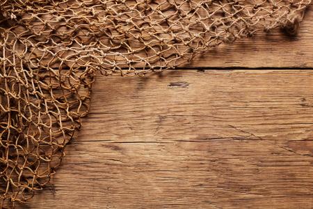 Photo pour Hanging Fishnet on Wood Wall - image libre de droit