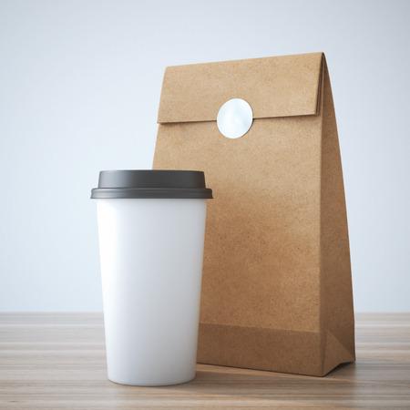 Photo pour Coffe cup and paper bag - image libre de droit