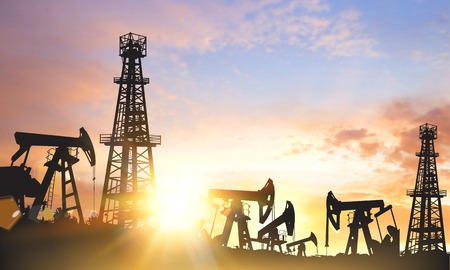 Ilustración de Oil pumps and derricks over sunset background. Vector illustration. - Imagen libre de derechos