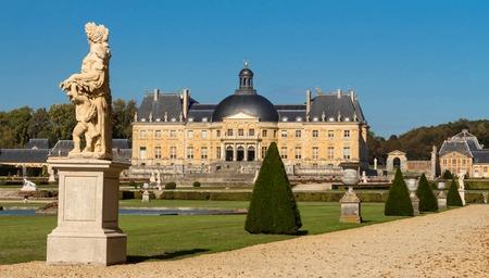 Foto de The Vaux-le-Vicomte is a Baroque French castle constructed from 1658 to 1661 for Nicolas Fouquet, the superintendant of Finances of Louis XIV. - Imagen libre de derechos