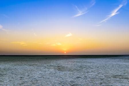 Foto de Beautiful calm sunset view at great Rann of Kutch, Salty Landscapes, Gujarat, India - Imagen libre de derechos