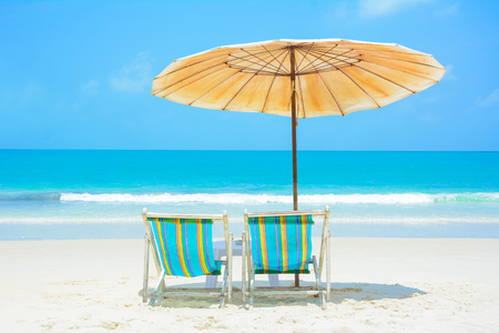 Foto de Blue sea and white sand beach with beach chairs and umbrella, Samed island, Thailand - summer holiday and vacation concepts - Imagen libre de derechos