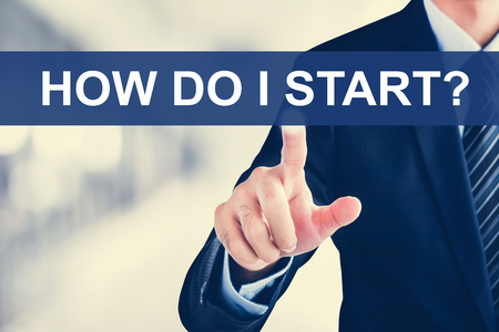 Photo pour Businessman hand touching HOW DO I START? tab on virtual screen - image libre de droit