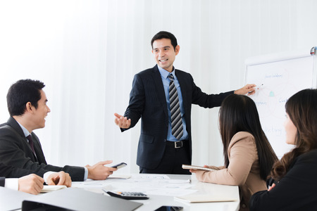 Foto de Businessman as a meeting leader giving presentation in the meeting room - Imagen libre de derechos