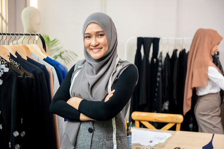 Foto de Asian muslim woman designer as a startup business owner in her tailor shop - Imagen libre de derechos