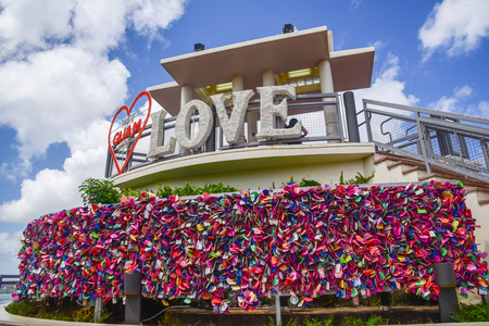 Photo pour Two lovers point look out view point with Love,GUAM, Red Heart sign: Close up view with many locks - image libre de droit
