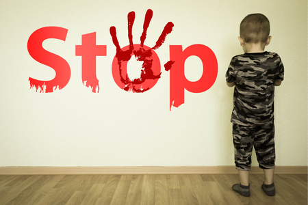 Photo pour stop child abuse in the family concept. boy and the inscription on the wall. photo for your design - image libre de droit