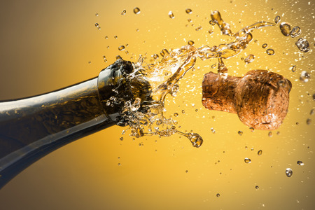 Photo pour Opening a bottle of champagne. Celebration concept. - image libre de droit