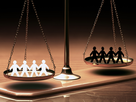 Photo pour Scales of justice equaling races without prejudice or racism. Clipping path included. - image libre de droit