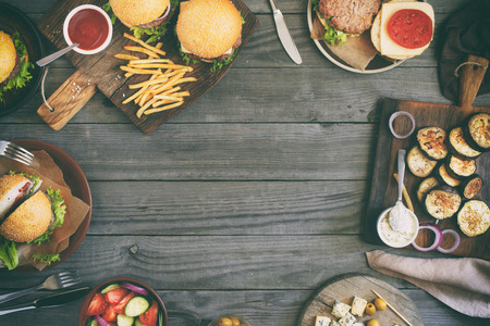 Photo pour Frame from various food, burgers, salad, roquefort cheese and vegetables cooked on the grill, top view. Outdoors food Concept - image libre de droit