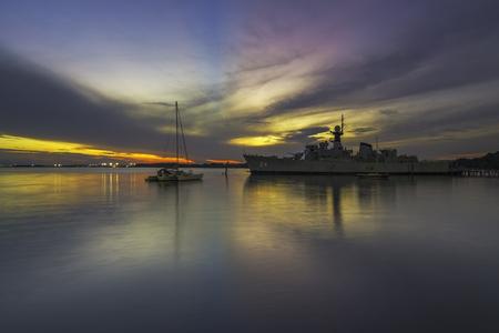 Foto de Replica of a Navy War Ship During Sunset / Sunrise view - Imagen libre de derechos